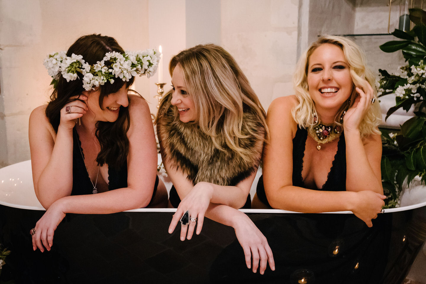 Girlfriends photographed by Your Paris Moment Boudoir photo shoot