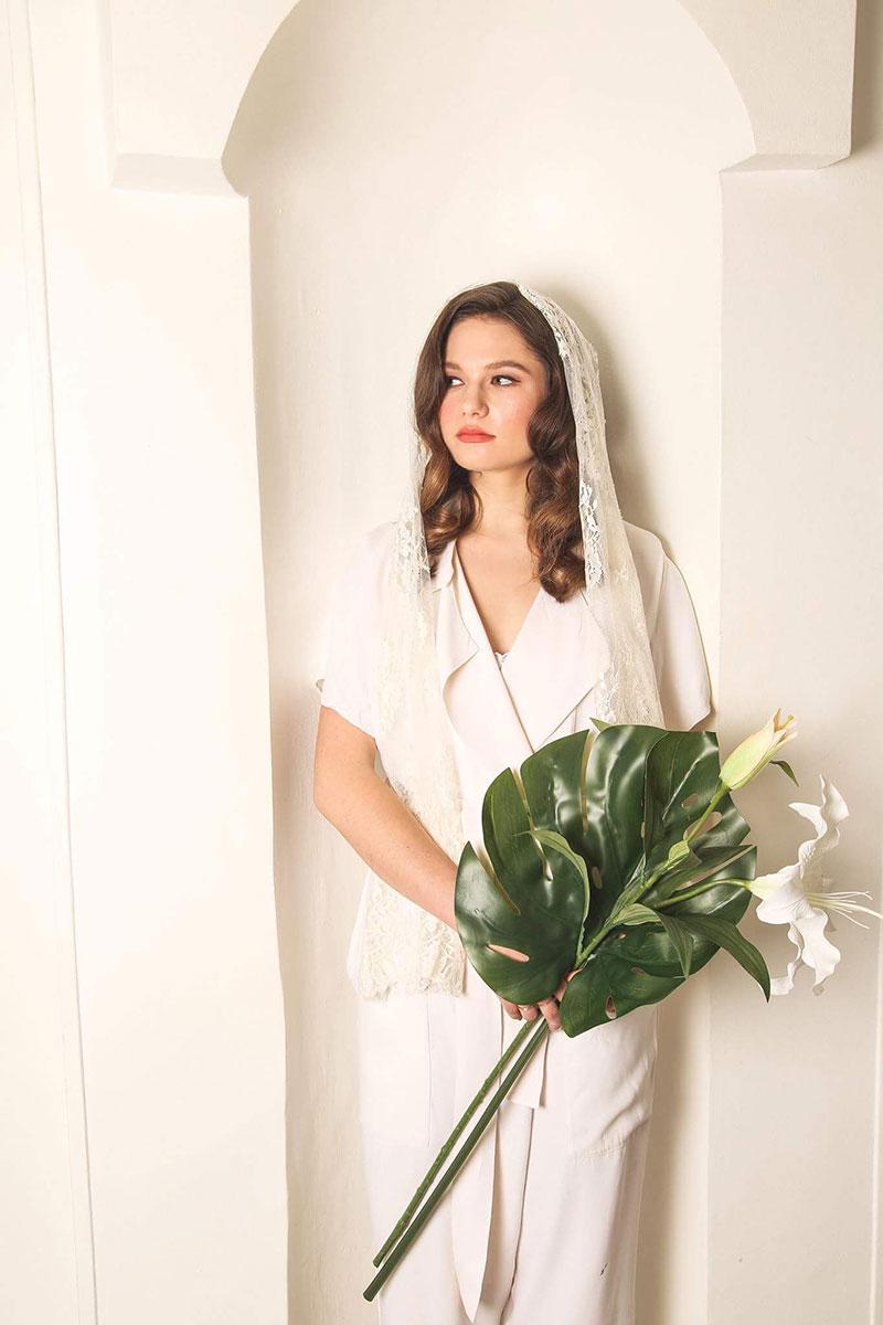 Modern Bride chic elegant makeup retro glam bride