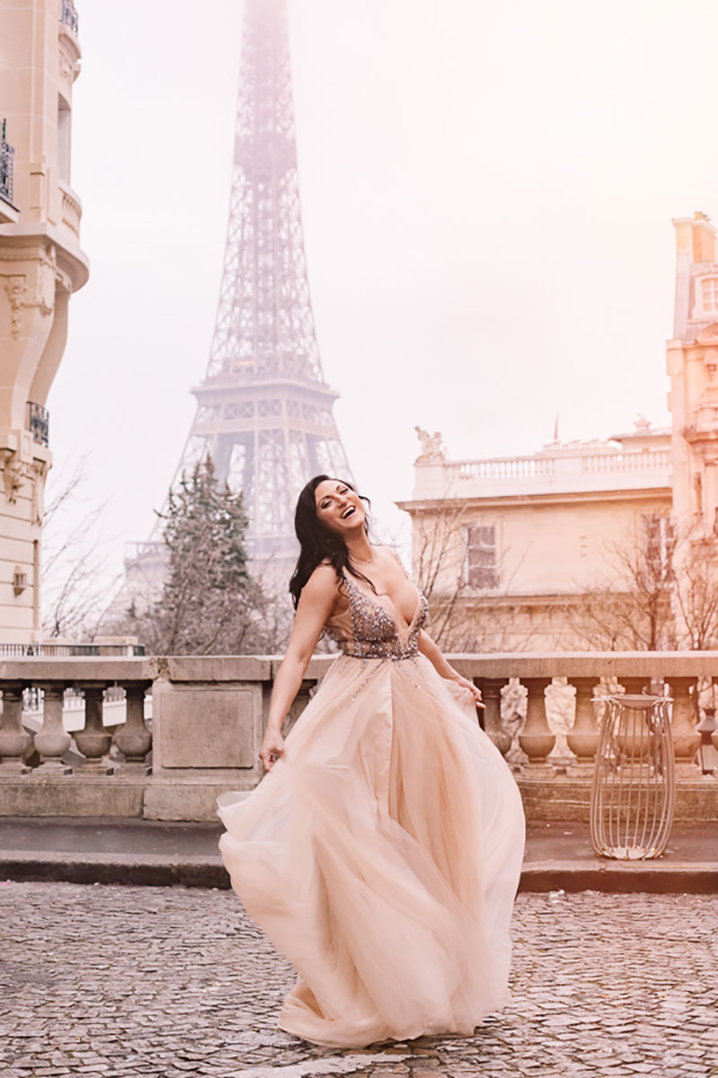 Laura photographed by Rachel Calvo Portraits Paris Solo travel birthday photo shoot lifestyle in Paris glam